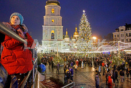 A Christmas tree and a bell tower on Sofiyskaya Square