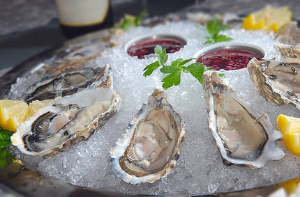 Oysters in ice with a lemon and wine
