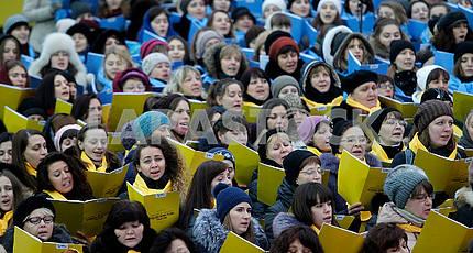 The choir sings Christmas carols and chocolates