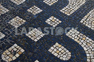 Традиційна португальська кам'яна мозаїка калсада в Лісабоні