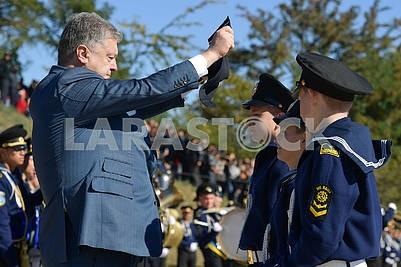 Petro Poroshenko puts on a fresh-eyed Guy