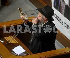 Moshe Reuven Asman dudit the shofar