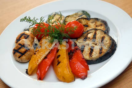 Fried vegetables on a grill