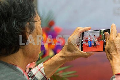 A man takes pictures with a smartphone