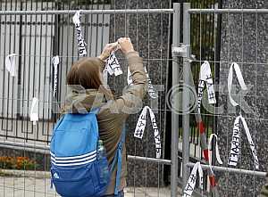 Activists tie ribbons