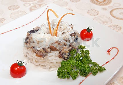 Rice noodles with mushrooms
