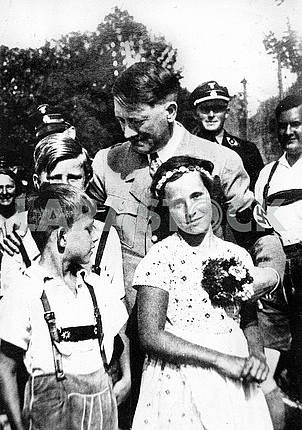 Adulf Hitler with  children.
