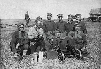 Russian soldiers with machine-gun Maxim.