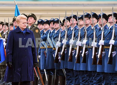 Dalia Grybauskaite and the company of the guard of honor