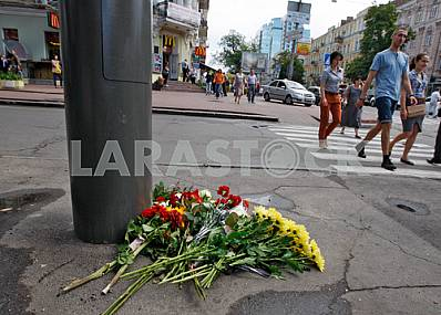 People lay flowers to Pavel Sheremet memory