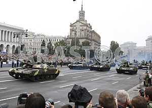 Военный парад на Майдане Незалежности в Киеве