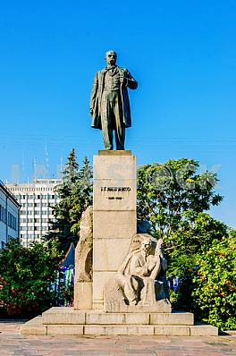 Monument to Taras Shevchenko in Cherkassy - a monument to Ukrain