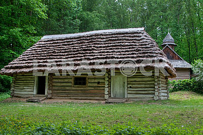 Wooden house of the late 19th century with a cane roof.