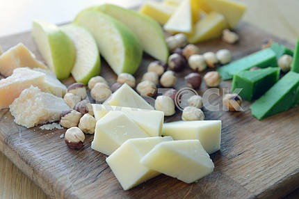 cheese Comte with nuts and apples