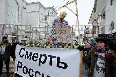 Putin's Scarecrow on the Gallows