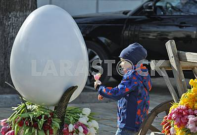 Preparations for the festival of Easter eggs in Kiev.