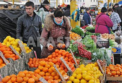 "Woman puts tangerines for sale on the market ""Privoz"" April 6, 2012"