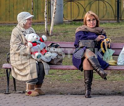 From Kiev are resting in the park in early spring