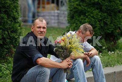 Men with a bouquet