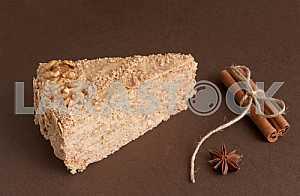 CAKE WITH WALNUTS