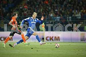 Andriy Yarmolenko beats Bernard