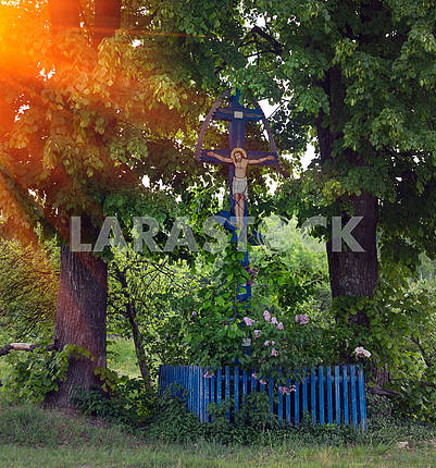 Cross under the lindens