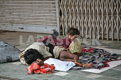 25Homeless children sleep in the open air.