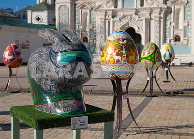 Easter hare and pysanka