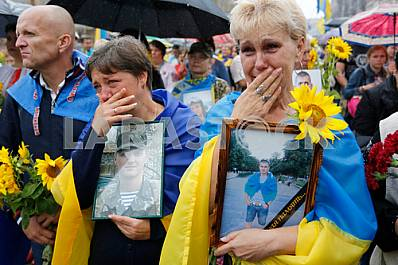 Ukraine: Relatives March to Honor Dead
