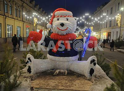 Фигура медведя на Сагайдачного