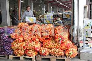 Wholesale trade in pepper on the wholesale market in Kiev