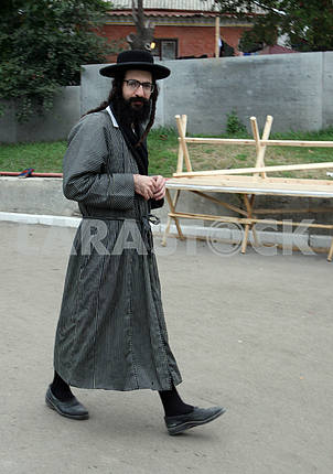 Uman Hasid goes on the street